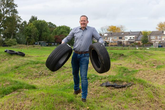 Gerrit Eenkhoorn op de in verval geraakte fietscrossbaan, die omgebouwd gaat worden tot een outdoor sportcentrum.