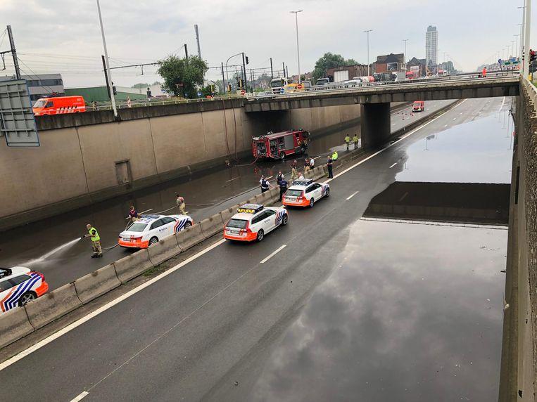 De A12 liep volledig onder water in Boom onder de brug over de A12 Beeld Marc De Roeck