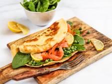 Wat Eten We Vandaag: Hartige pannenkoek met zalm, spinazie en tuinerwten