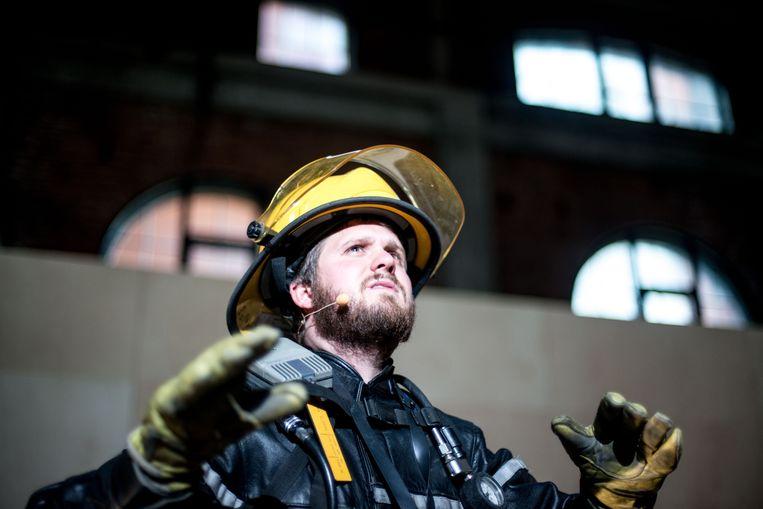 Jonas Van Thielen in 'Vuur' van het nieuwstedelijk Beeld Katrijn Van Giel rv