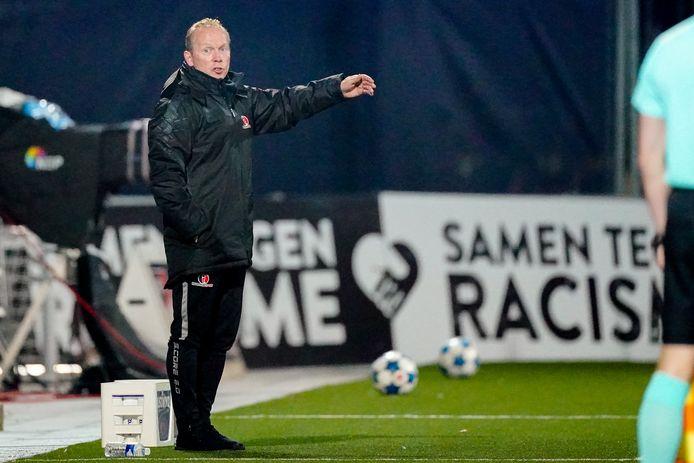 Helmond Sport-trainer Wil Boessen ontbreekt vanwege een positieve coronatest bij Helmond Sport - De Graafschap