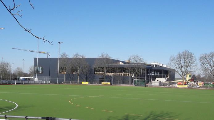 De sportaccommodatie aan de Roodloop moet op 1 september open gaan.