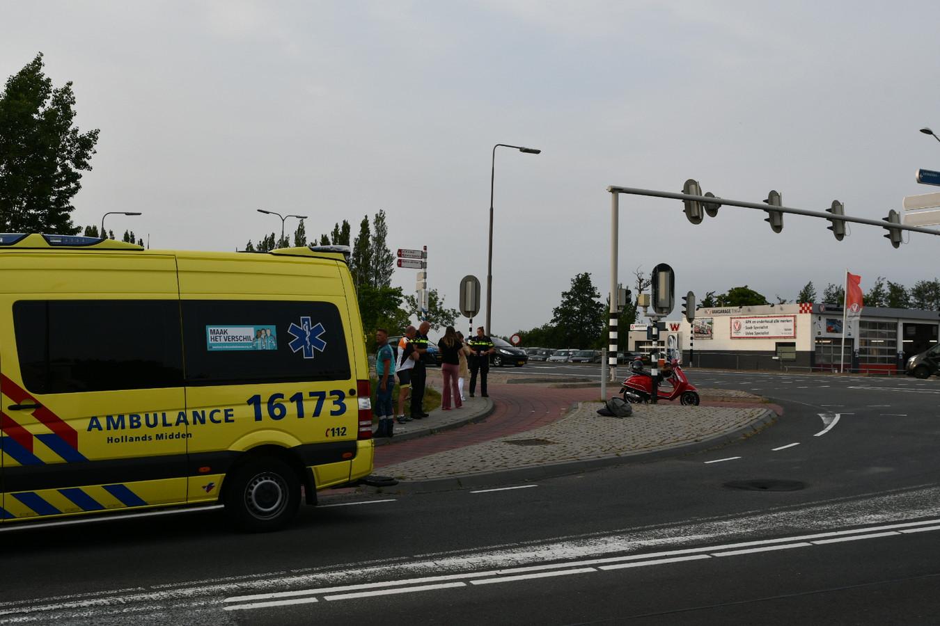 Botsing van scooterrijder en fietser.