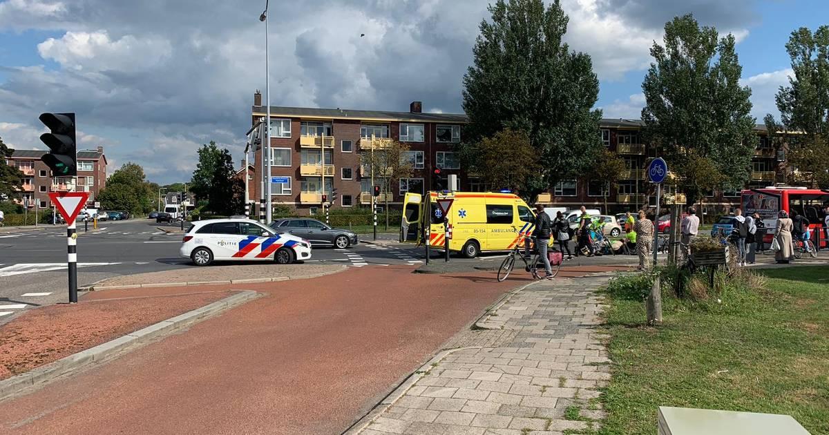Jongetje gewond na aanrijding door stadsbus in Almelo.
