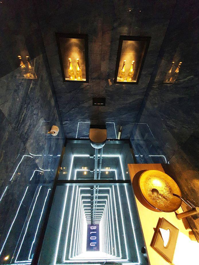 De nieuwste aanwinst van Hotel Haarhuis, BLOU Rooftop Bar, lanceert een unieke toiletbeleving; THE BLOU TOILET EXPERIENCE.