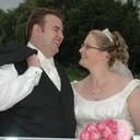 Dennis en Trijntje de Boer op hun trouwdag in 2008. De ring die de bruid aan de vinger van haar man schoof, werd op 23 oktober dit jaar gestolen in Spijkenisse.