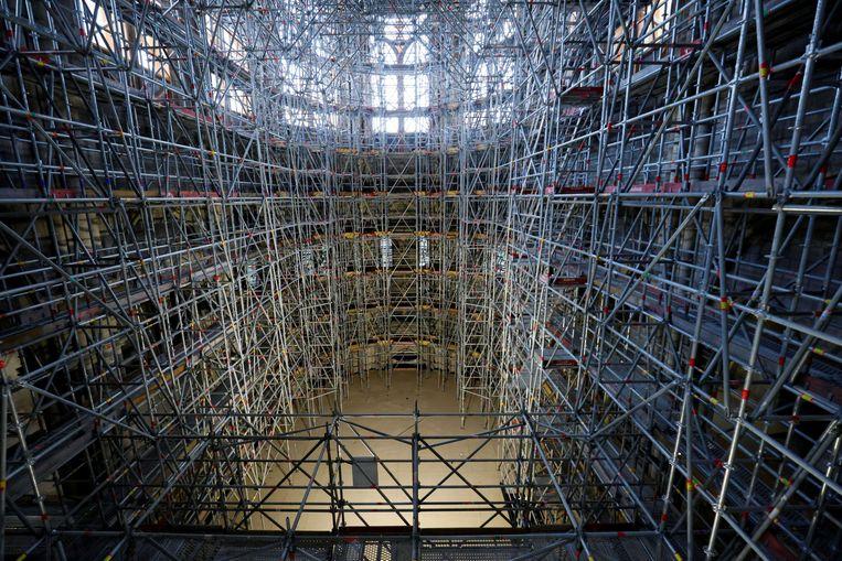 Ruim twee jaar na de grote brand in de Notre-Dame zijn de herstelwerkzaamheden aan de Parijse kathedraal nog steeds in volle gang. Beeld Reuters