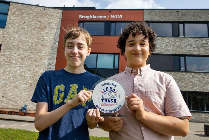 Lucas Vaassen en Kamal Mohamad van scholengemeenschap Were Di in Valkenswaard hebben een prijs (Zero Trash award) gewonnen door mee te doen aan een project dat zwerfafval aan de kaak stelt.