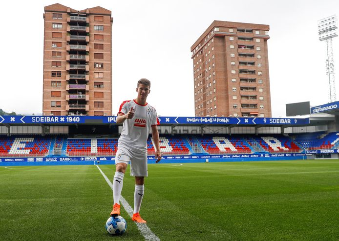 Marc Cardona in juli 2018, tijdens zijn presentatie bij Eibar, waar hij namens Barcelona op huurbasis speelde. Cardona is dicht bij een overgang naar Go Ahead Eagles.