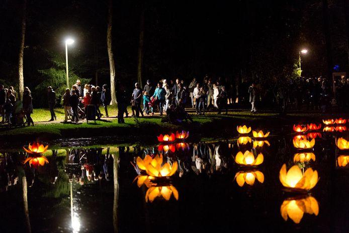 Vurige Vijvers is een evenement in het Molenvijverpark waarbij vuur- en lichtinstallaties centraal staan (archiefbeeld).
