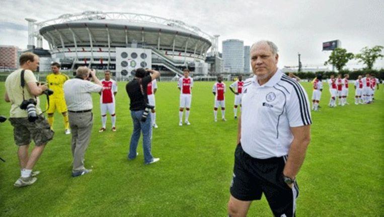 Trainer Martin Jol tijdens de fotosessie met de gehele Ajax-selectie, afgelopen week bij de Arena in Amsterdam. Foto ANP Beeld