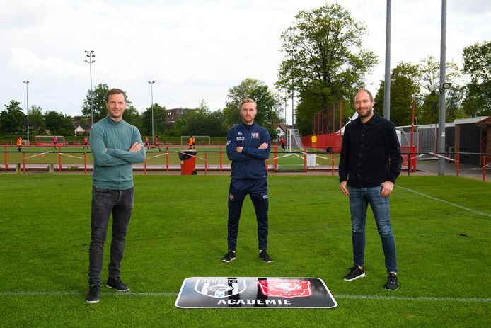 De drie grote voortrekkers van het Regiopplan: Arnold Bruggink,  Mathhijs Blijham en Dominique Scholten van de FC Twente/Heracles Academie.