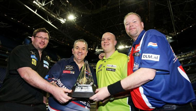 James Wade, Phil Taylor, Michael van Gerwen en Raymond Van Barneveld Beeld PHOTO_NEWS
