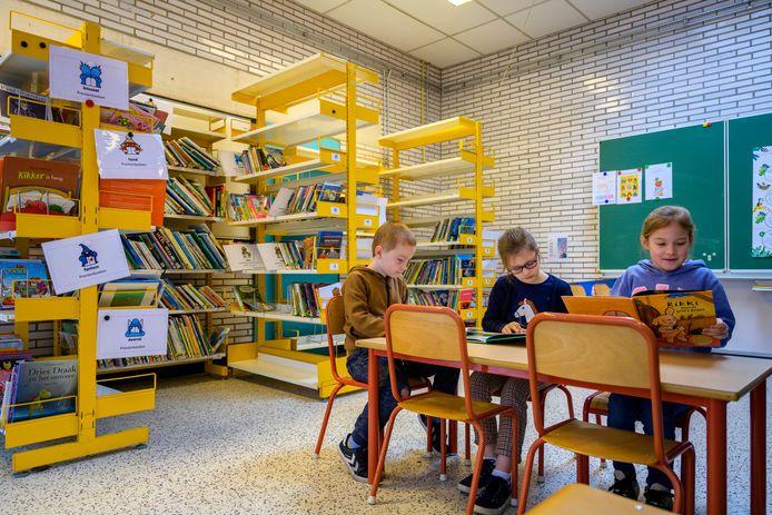 In de nieuwe schoolbibliotheek kunnen de leerlingen altijd terecht.