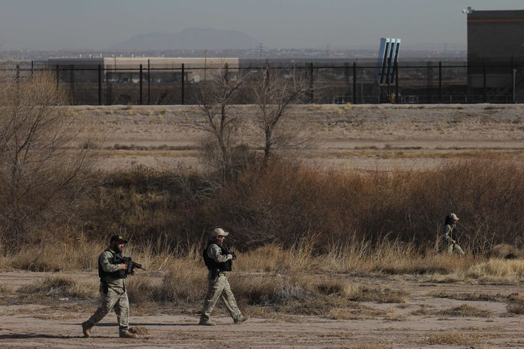Amerikaanse grenswachters langs de grens tussen de VS en Mexico.