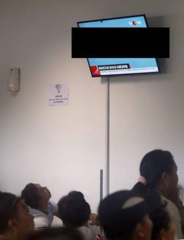 TV One toonde livebeelden van onder andere een half ontkleed drijvend lichaam. Beeld EPA