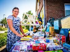 Jeannette haalt met haar rommelmarkt aan huis geld op voor kansarme kinderen: 'Uitstallen kost me drie uur'