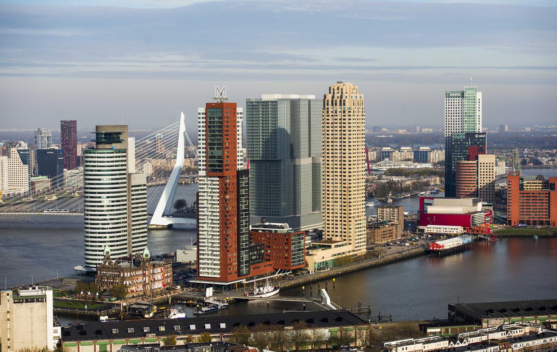 Archieffoto van de skyline van Rotterdam aan de Kop van Zuid met, van links naar rechts, het World Port Center, Montevideo, de Rotterdam, de New Orleans en de Maastoren.