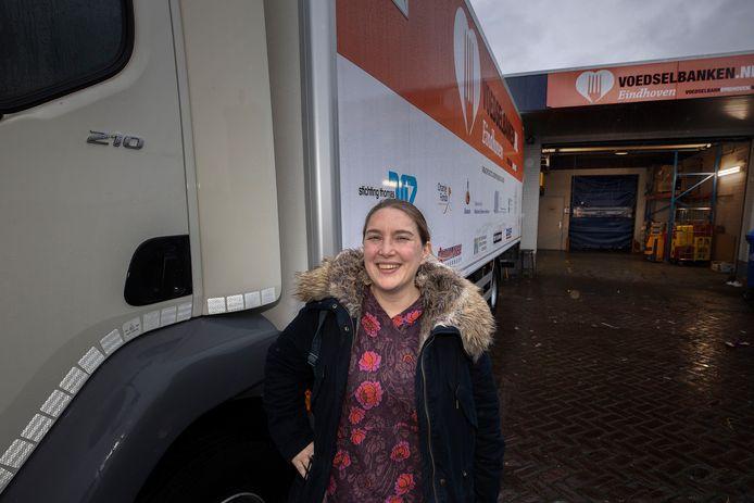 Maartje de Vries van Coronahulp Eindhoven is de actie Eindje voor Eindje gestart voor de Voedselbank. Zodat alle klanten een diner hebben met de kerst.