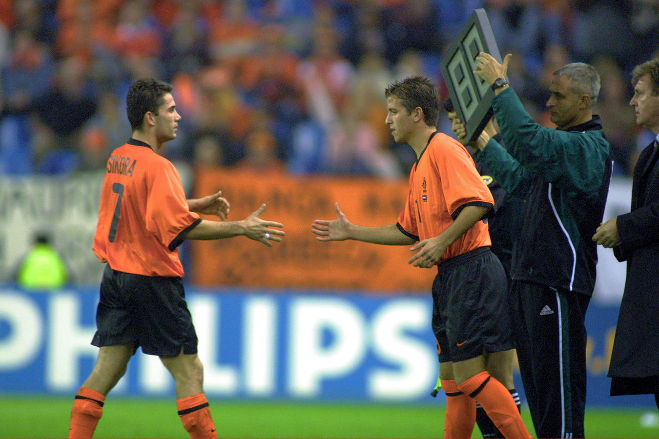 Rafael van der Vaart vervangt Victor Sikora bij Oranje