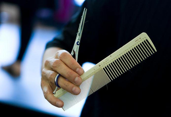 Een kapper aan de slag. Foto ter illustratie.