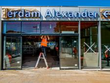 Een loopbrug, glazen wanden en extra winkels: zo ziet de splinternieuwe stationshal van Rotterdam Alexander eruit