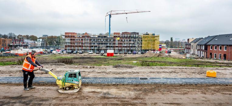 In de wijk Poortrijk in de gemeente Utrecht worden eengezinswoningen en appartementen gebouwd. Beeld Raymond Rutting