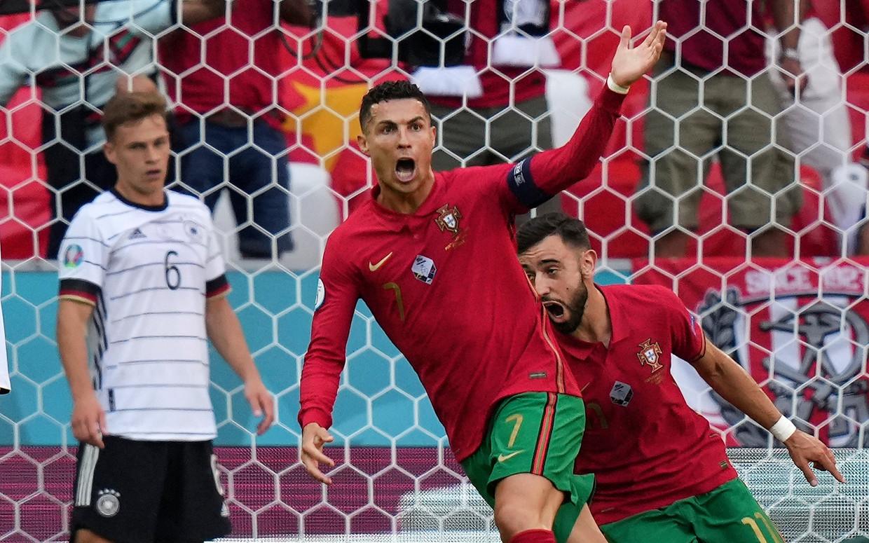 Cristiano Ronaldo viert zijn openingsgoal tegen Duitsland. Beeld AP