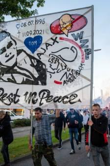 Tranen, bloemenzee en vuurwerk bij intens afscheid van verongelukte Tom (25) in Wezep: 'Onpeilbaar verdriet'