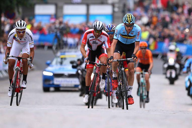 Tim Wellens (blauw) reed zondag lang in de aanval tijdens het WK in Bergen. Beeld TDW