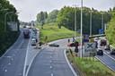 De twee U-bochten met verkeerslichten die de R8 dwarsen zijn naar verkeersveiligheid toe ondermaats