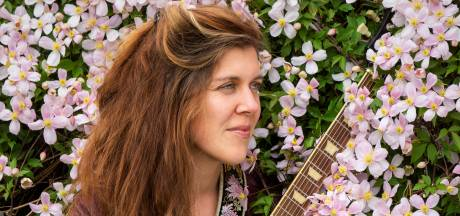 Muziektherapeute Ariska uit Dedemsvaart maakt ook zelf liedjes en komt met debuutalbum
