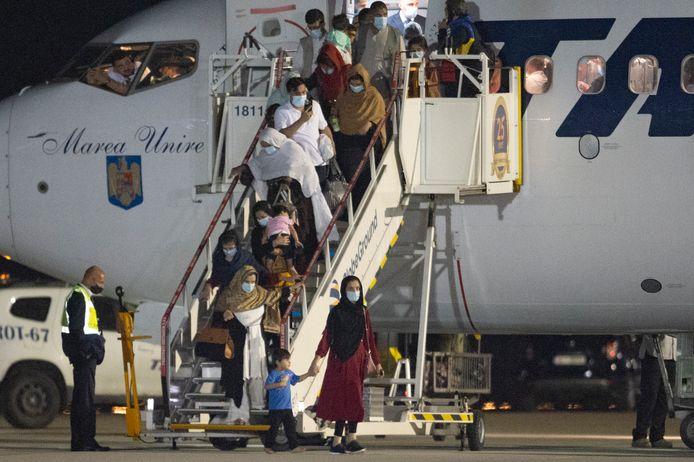 Afghaanse vluchtelingen komen aan vanuit Pakistan.
