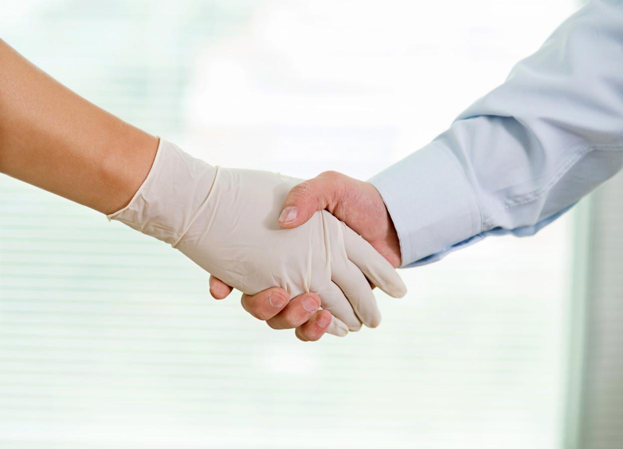 Steeds meer tandartsen sluiten overeenkomsten met investeerders die netwerken van praktijken uitbouwen.