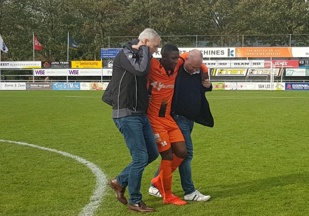 Ibrahim Touré verlaat het veld in 's-Gravenzande.