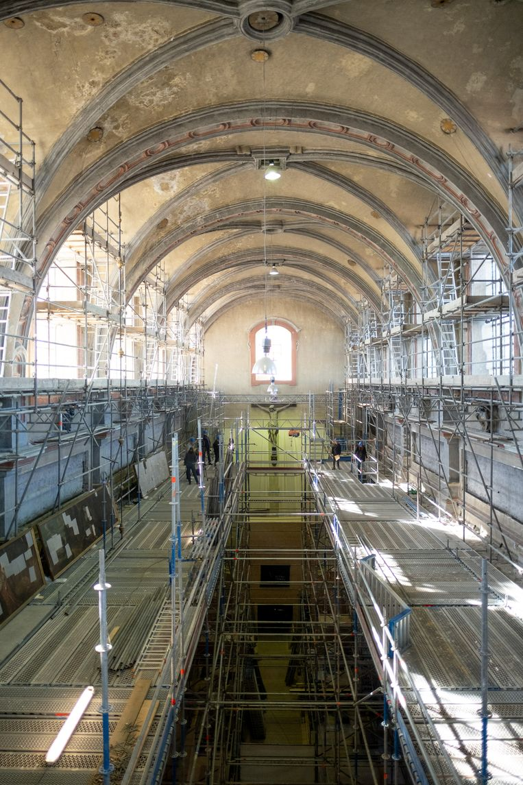 De restauratie van schilderijen in de Begijnhofkerk gaat van start