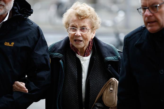 Ook de moeder van 'Mutti Merkel' was bij de inzegening aanwezig.
