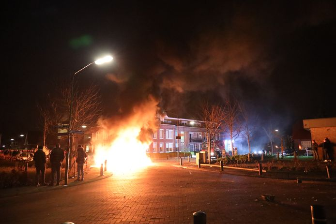 Ongeregeldheden in de Witboomstraat in Veen.