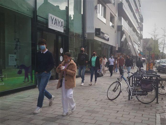 Er was opmerkelijk meer volk op pad in de Ooststraat dan de voorbije periode.