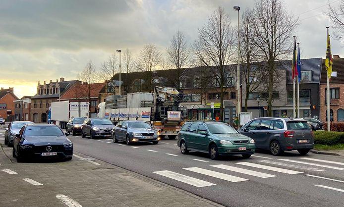 Als de ringweg er ligt, zullen auto's niet meer doorheen het dorpscentrum kunnen rijden. Er komen paaltjes op de N14 ter hoogte van het dorpsplein
