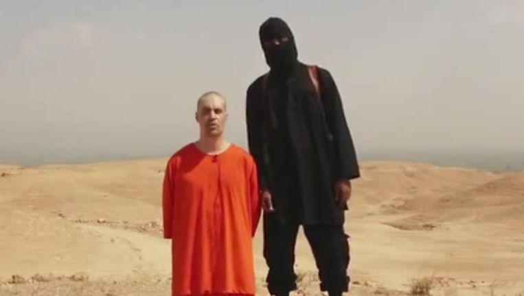 De Amerikaanse journalist James Foley op een video vlak voordat hij wordt onthoofd.