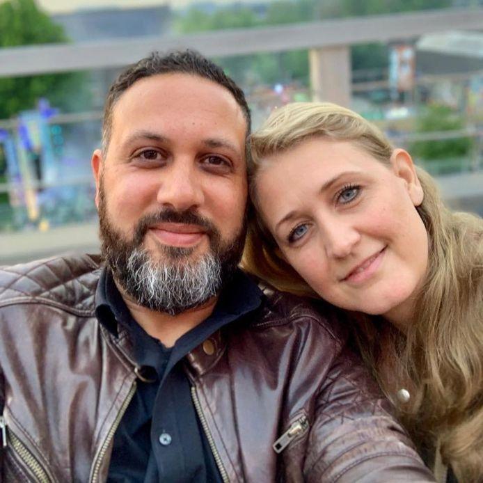 Youssef en zijn vrouw Anja. 'Racisme en discriminatie. Wat een beladen woorden zijn dat toch. Zo beladen dat het bijna altijd moeilijk is om erover te praten. Beladen om te vertellen wat je is overkomen. Wat het met je deed. En nog steeds doet.'