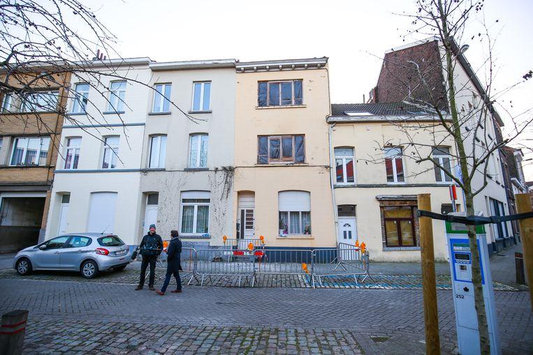 Het huis in de Driesstraat in Vorst waar eerder deze week een huiszoeking ontaardde. Beeld BELGA