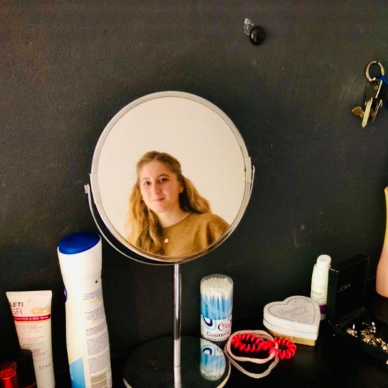 Natalia op haar kamer. Beeld Margriet Oostveen