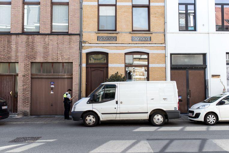 In de Godtsstraat in Borgerhout ontplofte een granaat. Beeld Tine Schoemaker