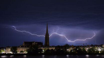 Vakantiegangers, opgelet: waarschuwing voor zwaar onweer in negen Franse departementen