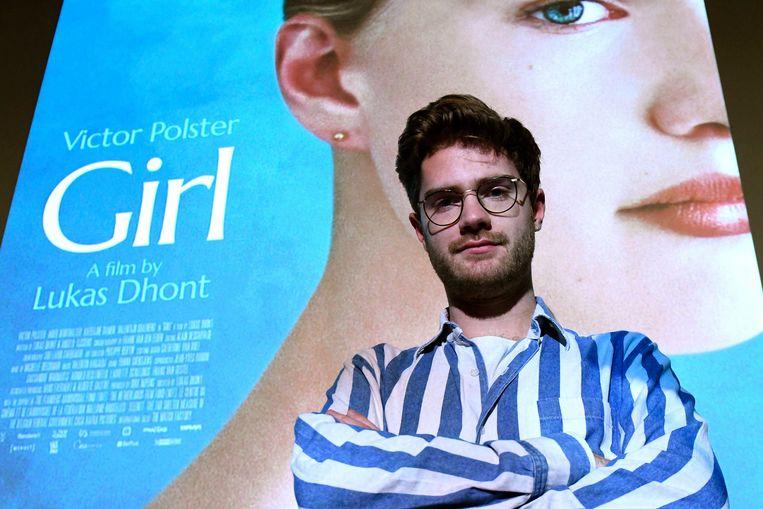 Lukas Dhont voor de poster van zijn film 'Girl'. Beeld Photo News