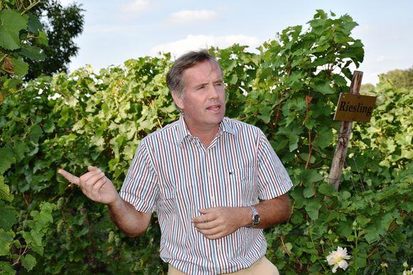 Math Bollen van Hoeve Nekum ontvangt Wijnrestaurant Mes Amis op locatie