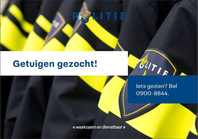 De Sallandse politie is op zoek naar de bestuurder van een zwarte bestelbus, die donderdagmiddag is doorgereden na een ongeval in Lemelerveld.