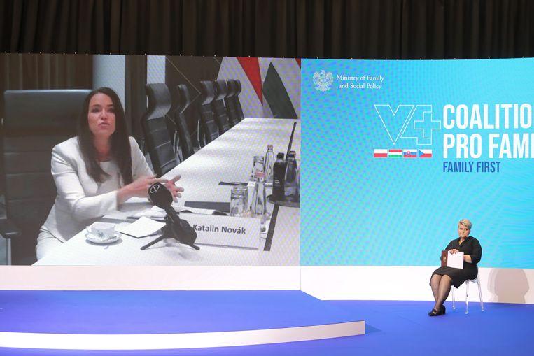 Katalin Novák, de minister voor Familiezaken, reist de wereld over met ronkende statistieken over de Hongaarse bevolking.  Beeld EPA
